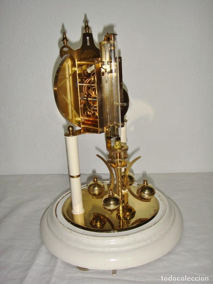 Relojes de carga manual: Antiguo Reloj de sobremesa Alemán. HALLER. Años 50. De cuerda. 400 días. Con fanal. - Foto 6 - 267644339