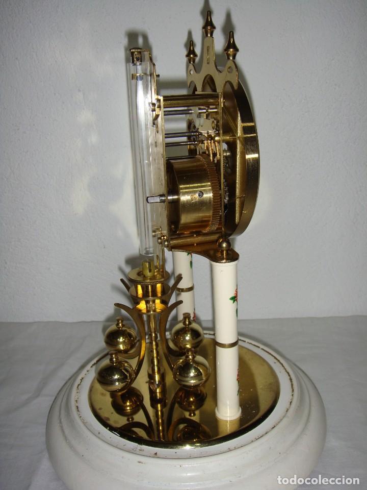 Relojes de carga manual: Antiguo Reloj de sobremesa Alemán. HALLER. Años 50. De cuerda. 400 días. Con fanal. - Foto 7 - 267644339