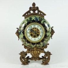 Relojes de carga manual: RELOJ 1900'S. 38X25 CM. DE METAL Y PORCELANA, EN FUNCIONAMIENTO.. Lote 269160453