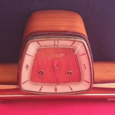 Relojes de carga manual: ANTIGUO RELOJ SOBREMESA FUNCIONA .LE FALTA LA LLAVE .MIDE 33 CM X 19 CM X 12 CM. Lote 269253438