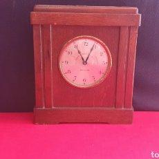 Relojes de carga manual: RELOJ BANCO VITALICIO DE ESPAÑA BARCELONA SOBREMESA FUNCIONA .LE FALTA LA LLAVE PARA PONER LA HORA. Lote 269254923