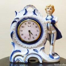 Relojes de carga manual: RELOJ DE MESA PORCELANA/CERÁMICA DECORATIVO. MOVIMIENTO JWCII, FABRICADO EN JAPÓN. NO FUNCIONA.. Lote 272372063
