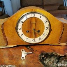 Orologi di carica manuale: RELOJ DE SOBREMESA HIENINGEN DE MADERA CON SONERIA Y LLAVE DE CUERDA FUNCIONANDO. Lote 272747828