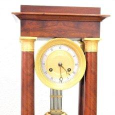 Relojes de carga manual: RELOJ DE PÓRTICO O COLUMNAS IMPERIO DE CAOBA. Lote 274388468