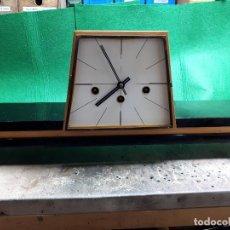 Relojes de carga manual: RELOJ DE CHIMENEA ALEMAN 1963. Lote 274927323