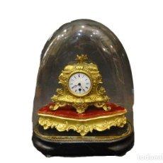 Horloges à remontage manuel: RELOJ DE MESA FRANCES ,SXIX, EN BRONCE DORADO Y CUBIERTO POR FANAL. Lote 275492448