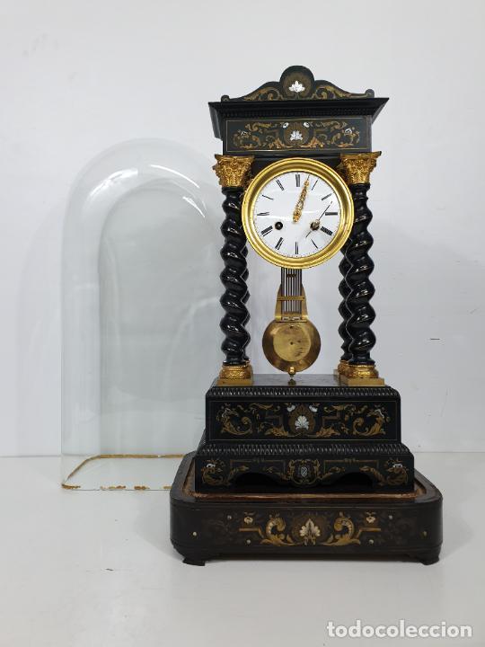 Relojes de carga manual: Reloj de Sobremesa, Pórtico - Marquetería en Latón - Fanal de Cristal - Peana - Funciona -Circa 1820 - Foto 5 - 275518468
