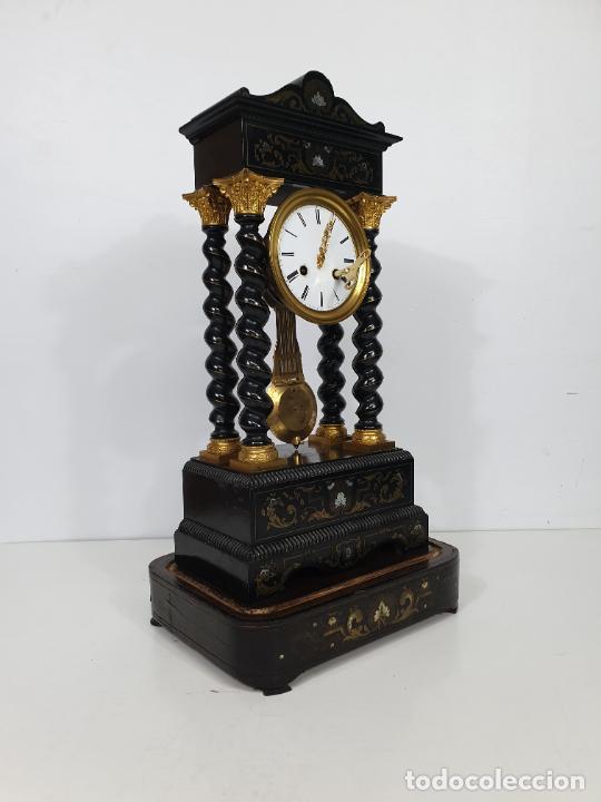 Relojes de carga manual: Reloj de Sobremesa, Pórtico - Marquetería en Latón - Fanal de Cristal - Peana - Funciona -Circa 1820 - Foto 10 - 275518468