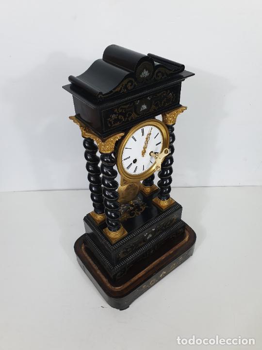 Relojes de carga manual: Reloj de Sobremesa, Pórtico - Marquetería en Latón - Fanal de Cristal - Peana - Funciona -Circa 1820 - Foto 12 - 275518468