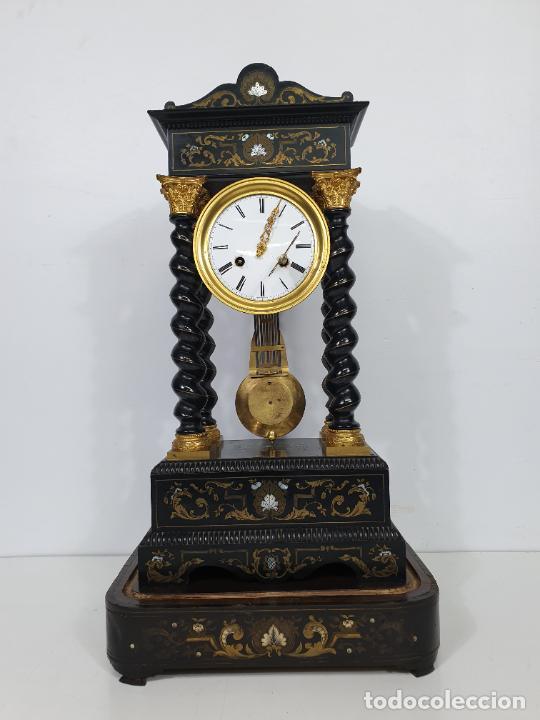 Relojes de carga manual: Reloj de Sobremesa, Pórtico - Marquetería en Latón - Fanal de Cristal - Peana - Funciona -Circa 1820 - Foto 13 - 275518468