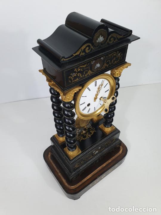 Relojes de carga manual: Reloj de Sobremesa, Pórtico - Marquetería en Latón - Fanal de Cristal - Peana - Funciona -Circa 1820 - Foto 20 - 275518468