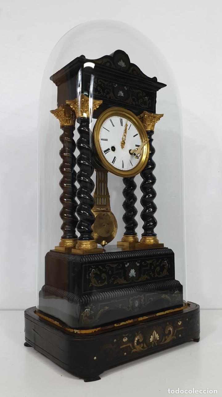 Relojes de carga manual: Reloj de Sobremesa, Pórtico - Marquetería en Latón - Fanal de Cristal - Peana - Funciona -Circa 1820 - Foto 21 - 275518468