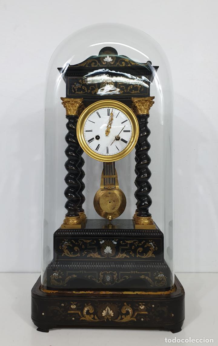 Relojes de carga manual: Reloj de Sobremesa, Pórtico - Marquetería en Latón - Fanal de Cristal - Peana - Funciona -Circa 1820 - Foto 24 - 275518468
