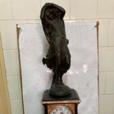 Relojes de carga manual: ARELOJ SIGLO XIX, DE MÁRMOL Y ESCULTURA DE CALAMITA , ALTURA 60,50 CM, DE CUARZO .. Lote 275925858