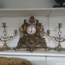 Orologi di carica manuale: RELOJ DE SOBREMESA Y CANDELABROS DE BRONCE. Lote 276145043