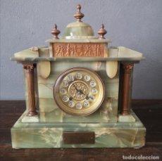 Relojes de carga manual: MAGNIFICO RELOJ DE SOBREMESA EN MARMOL Y ONIX VERDE CON PLACA CONMEMORATIVA INGLATERRA 1917. Lote 276569123