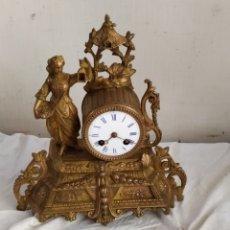 Relojes de carga manual: ANTIGUO RELOJ FRANCÉS DE CALAMINA DORADA SIGLO XIC. Lote 276909473