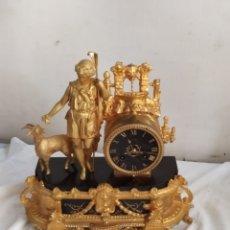 Relojes de carga manual: ANTIGUO RELOJ FRANCÉS CALAMINA EN MÁRMOL BAÑADO EN BRONCE EN MERCURIO ORO FINO SIGLO XIX. Lote 276909703