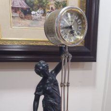 Relojes de carga manual: BONITA FIGURA DE CALAMINA CON UN RELOJ INCORPORADO. Lote 277186248