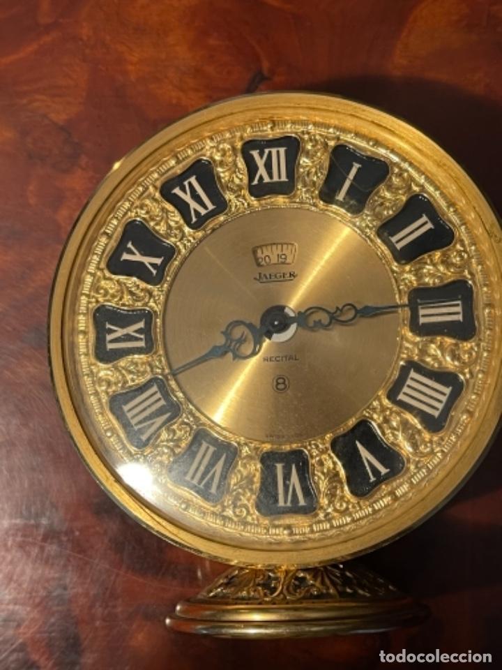 RELOJ DE VIAJE - JAEGER LE COULTRE RECITAL 8 COLORES ORO - SEGUNDA MITAD DEL SIGLO XX (Relojes - Sobremesa Carga Manual)