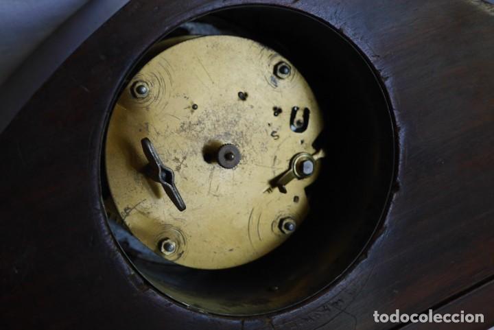 Relojes de carga manual: Reloj de madera de sobremesa de cuerda, funcionando - Foto 14 - 277624293