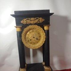 Orologi di carica manuale: ORIGINAL NO COPIA S.XIX RELOJ EMPIRE ANTIGUO DE 4 COLUMNAS EN NEGRO CON BRONCES DORADOS. Lote 286783743