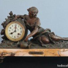 Relojes de carga manual: RELOJ DE SOBREMESA ELABORADO EN CALAMINA PAVONADA. FRANCIA, HACIA 1900. MIDE 41 CM.. Lote 287172663