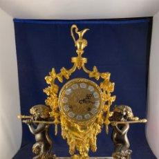 Orologi di carica manuale: PRECIOSO RELOJ DE BRONCE Y PEANA DE MÁRMOL. Lote 287203293