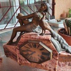 Relojes de carga manual: RELOJ DE ESTILO ART DECO . CON GUARNICIÓN. RELOJ FUNCIONA. Lote 287247128