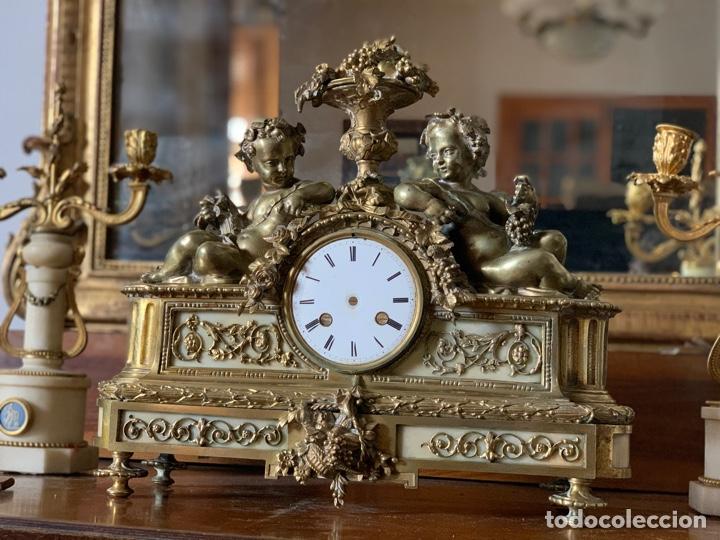 Relojes de carga manual: Reloj de bronce con pareja de candelabros - Foto 2 - 287789873
