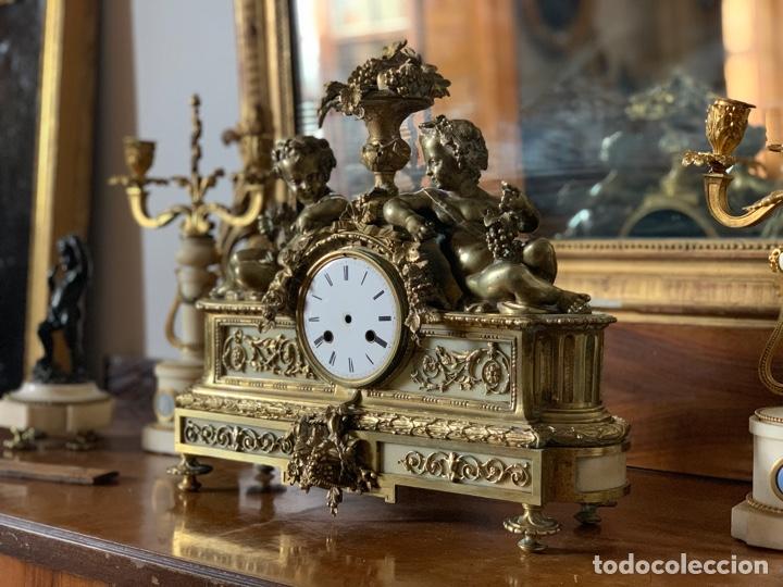 Relojes de carga manual: Reloj de bronce con pareja de candelabros - Foto 3 - 287789873