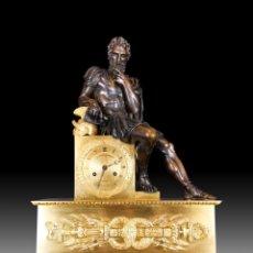 Relojes de carga manual: RELOJ DE BRONCE DORADO QUE REPRESENTA AL EMPERADOR JUSTINIANO, PERÍODO DE RESTAURACIÓN DE 1820. Lote 263245725