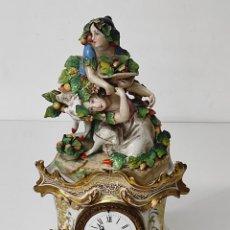 Relógios de carga manual: RELOJ DE SOBREMESA ISABELINO - PORCELANA - FUNCIONA - COMPLETO - S. XIX. Lote 290888133