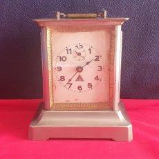 Relógios de carga manual: ANTIGUO RELOJ SOBRE MESA NO FUNCIONA .MIDE 16 CM X13 CM X10 CM. Lote 293429693