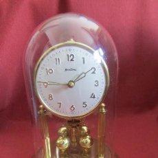 Relojes de carga manual: ANTIGUO RELOJ DE MESA MECÁNICO ALEMÁN DE CUERDA A LLAVE QUE DURA 400 DÍAS AÑOS 1950 1960 Y FUNCIONA. Lote 294928438