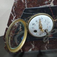 Relojes de carga manual: ANTIGUO RELOJ ART DECO DE SOBREMESA DE MARMOL CARGA MANUAL CON SONERIA DE LOS AÑOS 1920. Lote 295650668