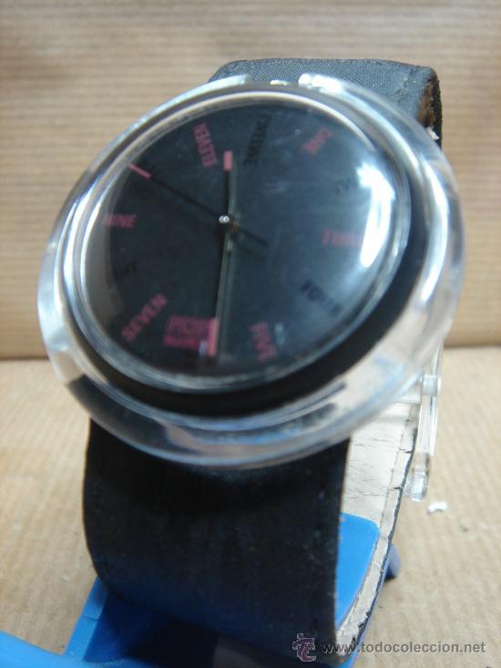 RELOJ DE PULSERA SWATCH - AÑOS 90S - FONDO NEGRO (Relojes - Relojes Actuales - Swatch)