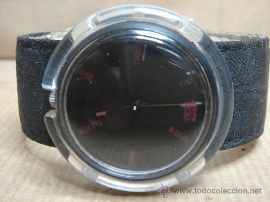 Relojes - Swatch: RELOJ DE PULSERA SWATCH - AÑOS 90s - FONDO NEGRO - Foto 2 - 25668612