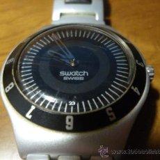 Relojes - Swatch: SWATCH DE ALUMINIO IRONI DE 2003 PILA NUEVA. CALENDARIO. PERFECTO FUNCIONAMIENTO. Lote 295281098