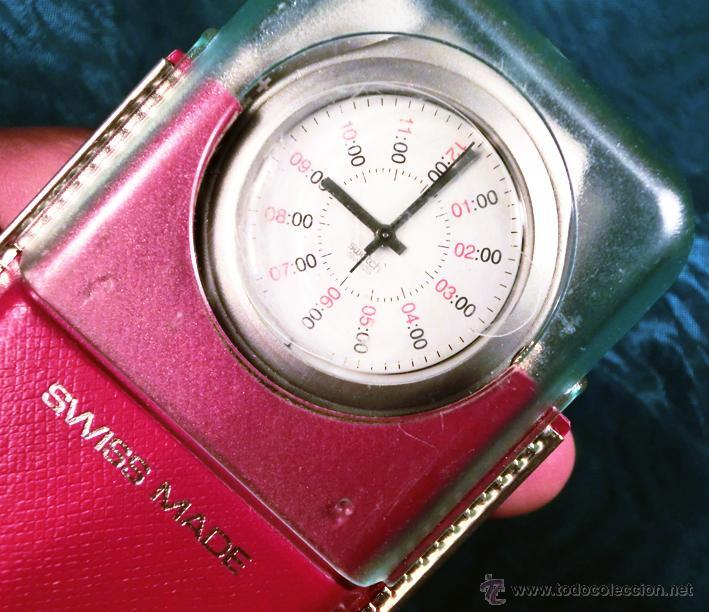 RELOJ SWATCH. MODELO IRONY. CAJA ROJA. ALUMINIUM. WATER RESISTANT. (Relojes - Relojes Actuales - Swatch)