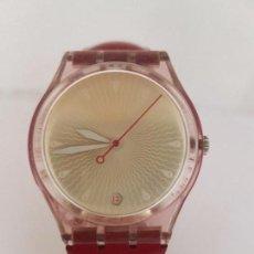 Relojes - Swatch: RELOJ SWATCH ORIGINAL CON CORREA DE CUERO ORIGINAL SWATCH ROJA SEGUNDA MANO FUNCIONANDO PARA SU USO. Lote 92213680