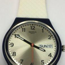 Relojes - Swatch: RELOJ SWATCH SWISS MADE EN CAJA PLÁSTICO Y CORREA SILICONA BLANCA JUVENIL. Lote 128317415