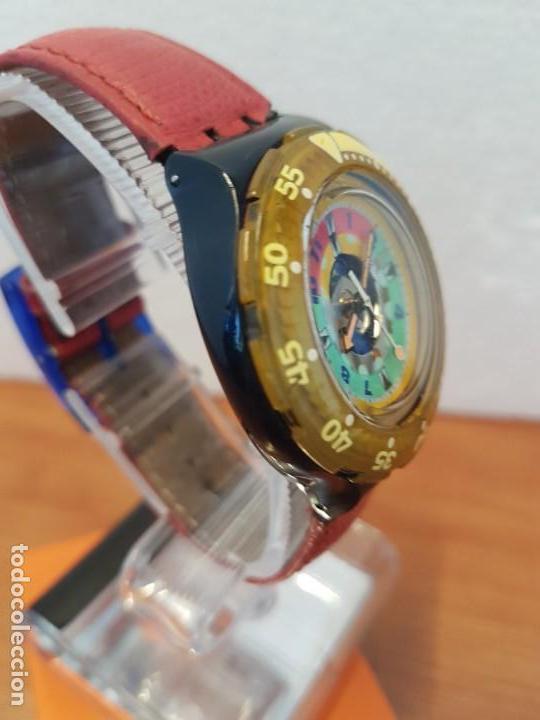 Relojes - Swatch: Reloj unisex SWATCH SCUBA cuarzo con máquina ETA 200 metros original, correa de cuero roja usada - Foto 6 - 130059831