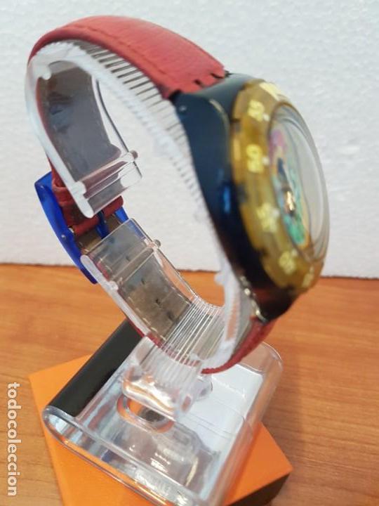 Relojes - Swatch: Reloj unisex SWATCH SCUBA cuarzo con máquina ETA 200 metros original, correa de cuero roja usada - Foto 7 - 130059831