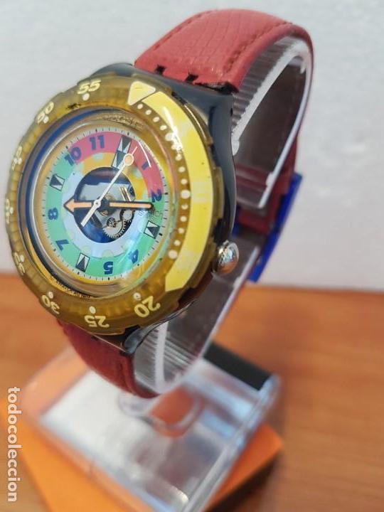 Relojes - Swatch: Reloj unisex SWATCH SCUBA cuarzo con máquina ETA 200 metros original, correa de cuero roja usada - Foto 10 - 130059831