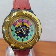 Relojes - Swatch: RELOJ UNISEX SWATCH SCUBA CUARZO CON MÁQUINA ETA 200 METROS ORIGINAL, CORREA DE CUERO ROJA USADA . Lote 130059831