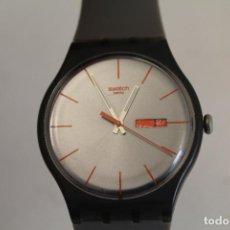 Relojes - Swatch: SWATCH, DÍA/FECHA, SWISS MVMT, NEGRO Y ROJO, SR1130SW/UNISEX RELOJ DE HOMBRE . Lote 136774382