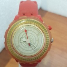 Relojes - Swatch: RELOJ UNISEX DE CUARZO SWATCH. SUIZO CAJA DE SILICONA ROJA, BISEL GIRATORIO, CORREA NO ORIGINAL . Lote 154671426