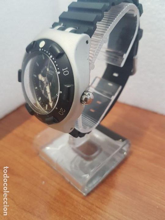 Relojes - Swatch: Reloj caballero (Vintage) SWATCH Iron y Scuba 200 de cuarzo con correa silicona no original Swatch - Foto 4 - 154623718