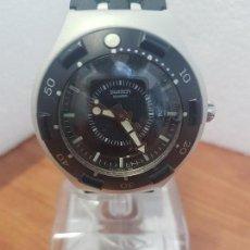 Relojes - Swatch: RELOJ CABALLERO (VINTAGE) SWATCH IRON Y SCUBA 200 DE CUARZO CON CORREA SILICONA NO ORIGINAL SWATCH. Lote 154623718
